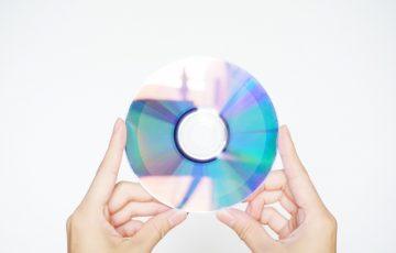 CD 持つ